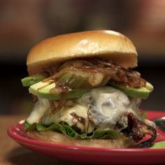 Balanced flavor between the cheese and the burger. Great Burger Recipes, Dog Recipes, Beef Recipes, Great Recipes, Cooking Recipes, Favorite Recipes, Sandwiches, Burgers And More, Good Food