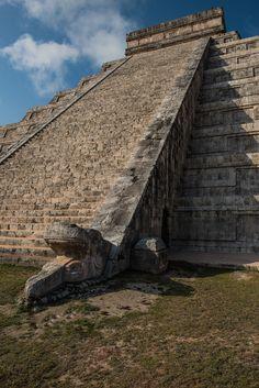 Temple of Kukulkán, Chichén Itzá, Yucatán, Mexico.