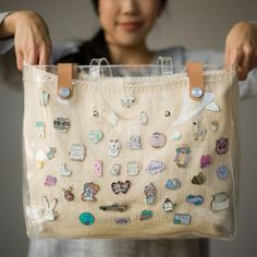 Display your enamel pin collection with this beautiful knit bag in a clear plastic tote that provides protection! Free pattern available! Souvenir Display, Bag Display, Pin Collection Displays, Knitted Bags, Knit Bag, Bag Pins, Disney Tote Bags, Clear Bags, Displaying Collections