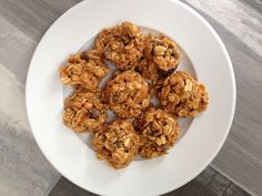 Almond Oatmeal Breakfast Bites - These easy breakfast bites make a great quick breakfast or afternoon snack.