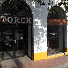 Torch Coffee Roasters - Sevilla, España. Puerta de Torch.