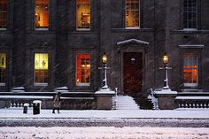 [CasaGiardino] ♡ lovely winter scene with snow outlining the beautiful architecture Snow Scenes, Winter Scenes, Winter Snow, Winter Time, Winter Art, Winter Months, Living In Arizona, London Calling, Beautiful Architecture