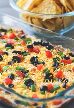 Nothing beats a classic 7 layer bean dip when it comes down to snacking! This classic dip has stood the test of time and is always a favourite! 7 Layer Bean Dip, 7 Layer Taco Dip, 7 Layer Dip Recipe, Layered Taco Dip, Seven Layer Dip, 7 Layer Mexican Dip, Mexican Bean Dip, 7 Layer Taco Salad Recipe, Layer Salad