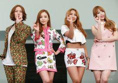 韓国・ソウルのドレスガーデンで行われた、KBSによる新バラエティ番組「A Style For You」の制作発表会に臨む、(左から)アイドルグループ「SUPER JUNIOR」のヒチョル、「KARA」のハラ、「SISTAR」のボラ、「EXID」のハニ(2015年3月25日撮影)。(c)STARNEWS ▼30Mar2015AFP|ヒチョルやハラ、バラエティ番組の制作発表会に出席 ソウル http://www.afpbb.com/articles/-/3044056