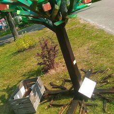 """Новый арт-объект от бюро #69pallet на 20 фестиваль телерадиокомпании ЦФО """"Территория хороших новостей"""". Согласитесь, оригинально - дерево из дерева?!😉 да, мы и не такое можем 😀 #Тверь #лофт #арт #декор"""