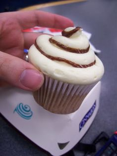 flavored cupcake recipes | Recipe Cinnabon Cupcakes by Candy Critic