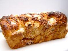 Limburg en Brabant kennen suikerbrood, maar Fries suikerbrood is het meest bekend. In Fries suikerbrood wordt meer suiker gedaan dan de andere. De folklore in Friesland was, wanneer er een meisje was geboren, de moeder suikerbrood kreeg. Hierop hoef je niet te wachten, want hier is het recept om jezelf en kennissen te trakteren.__