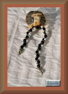 Pulsera BlancoyNegro - Tupis y bolas de cristal Swarovski con rocalla metalizada mate Miyuki y cierre imantado. Crystal Ball, Exhibitions, Crystals, Bangle Bracelets