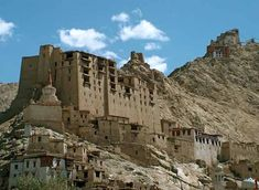 Leh Palace Leh - Picnic in Leh, Attractions in Leh jammu-and-kashmir Best Places To Travel, Cool Places To Visit, Places To Go, Leh Ladakh, Best Travel Guides, Srinagar, Hill Station, Tourist Spots, India Travel