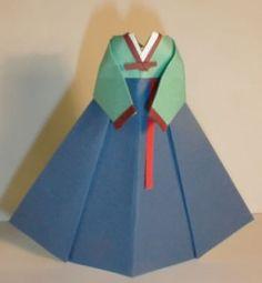 Ornament Green Korean Traditional Dress 277x300 Ornament   Green Korean Traditional Dress. Picture tutorial here: http://www.origamiinstruction.com/origami-doll-dress/
