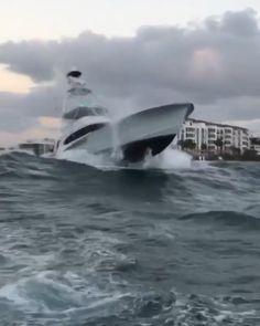 Sportfishing boat in rough seas near Palm Beach, Florida. Big Yachts, Luxury Yachts, Luxury Boats, Ocean Fishing Boats, Sport Fishing Boats, Power Boats, Speed Boats, Hatteras Yachts, Wave Boat