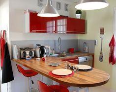 La cuisine de catherine Cosy Home, Red Kitchen, Cuisines Design, Decoration, Kitchen Design, Conference Room, Kitchen Cabinets, Table, Furniture