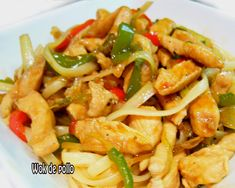 wok de pollo con frutos secos Pasta Salad, Delicious Food, Food And Drink, Chicken, Cooking, Ethnic Recipes, Chair, Gastronomia, Recipes