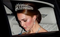 Kate Middleton Wears a Blue Alexander McQueen Mermaid Gown and Tiara for the Queen's Netherlands State Banquet Kate Middleton Makeup, Kate Middleton Queen, Kate Middleton Style, Die Queen, Queen Mary, Queen Elizabeth, Camilla, Princess Diana Tiara, Lovers Knot Tiara