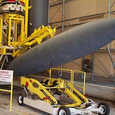 カイオワ族の悪魔@Heripai @banneh61  航空機用の外部燃料タンクの貯蔵庫だって。 こういうのメカニックなやつは男心がくすぐられる。