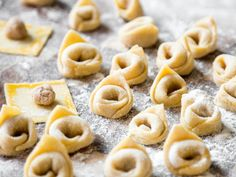 Here you will learn how to make tortellini yourself. - Make Pins - Tortellini Kfc, Sauce Creme, Pasta Carbonara, Homemade Pasta, What To Cook, Food Inspiration, Italian Recipes, Soul Food, The Best