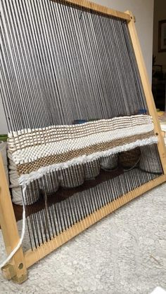 Textile Tapestry, Tapestry Weaving, Weaving Loom Diy, Hand Weaving, Loop De Loom, Relaxing Art, Woven Rug, Woven Fabric, Weaving Projects