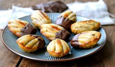 Madeleine kager med mandelmel, æblemos og abrikoser