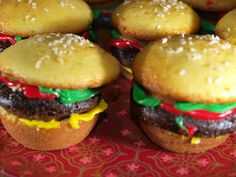SQUEE! They're adorable!! Cheeseburger Cupcakes - food art