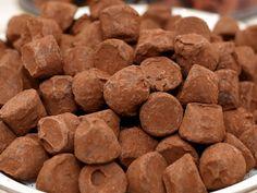 コストコで買ってもよさげな「大入りチョコレート」をピックアップしてみました。 だいたいがおいしいコストコのチョコなんですが、これまで mitok編集部が実食してきた中で、これなら誰が食べてもOKじゃね? と判断した商品をチョイスしてみた次第です。常備しておければ幸せ。そんな安定した味わいのチョコ、お買い物のご No Cook Meals, Dog Food Recipes, Cookies, Desserts, Crack Crackers, Tailgate Desserts, Deserts, Cookie Recipes, Postres