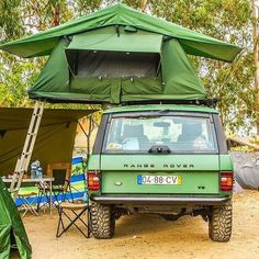 Love these old Range Rover Classics by - - - - - Classic Campers, Classic Trailers, Range Rover Off Road, Garage Workshop Plans, Land Rover Series 3, Off Roaders, Range Rover Supercharged, Range Rover Classic, Range Rover Evoque