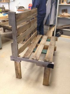 pallet bench- just add some cushions and its perfect for a balcony or patio