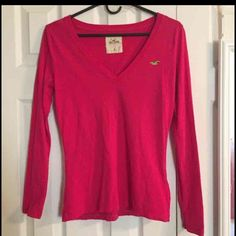 Hollister Long Sleeved Shirt Worn a handful amount of times. Really cute shirt to wear. Light enough to wear under a hoodie. :) Sorry, I don't trade. Hollister Tops Tees - Long Sleeve