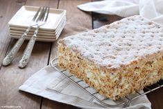 LaTorta millefoglieè un dolce caratterizzato dalla presenza di tre stati di pasta sfoglia farciti con crema pasticcera e guarnito con zucchero a velo