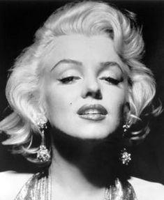 "Marilyn Monroe, atriz: Norma Jean Mortenson (1926-1962) protagonizou clássicos como ""Os Homens Preferem as Loiras"" (1953) ou ""O Pecado Mora ao Lado"""
