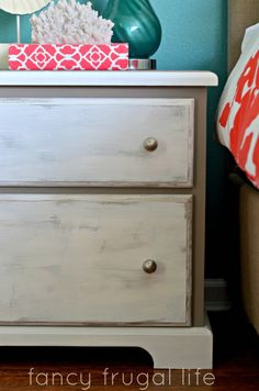 Annie Sloan Chalk Paint Colors | Annie Sloan Chalk Paint Nightstand Makeover (Two Color Distress) |