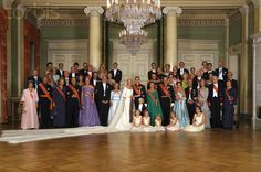 Wedding portrait with royal guests; wedding of Crown Prince Haakon of Norway and ms. Mette-Marit Tjessem Høiby, August 25th 2001