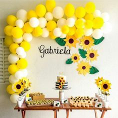 DIY Yellow & White Balloon Garland Kit Inflate the balloons to different sizes to create a better look. Sunflower Birthday Parties, Yellow Birthday Parties, Sunshine Birthday Parties, Sunflower Party, Sunflower Baby Showers, Baby Shower Flowers, Baby Birthday, Birthday Party Decorations, Baby Shower Decorations