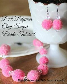 Learn how to make pink sugar beads out of polymer clay. It is a very easy way to make your own statement jewelry. Necklace and earring combo. Polymer Clay Projects, Polymer Clay Beads, Diy Clay, Sculpey Clay, Clay Tutorials, Beading Tutorials, Video Tutorials, Biscuit, Sugar Beads