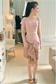Dress brokat pendek modern 45 Ideas for 2019 Kebaya Pink, Vera Kebaya, Kebaya Lace, Kebaya Hijab, Batik Kebaya, Batik Dress, Model Dress Kebaya, Model Kebaya Brokat Modern, Kebaya Modern Dress