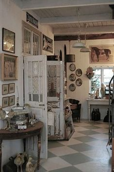 The home of shabby chic decor Shabby Chic Kitchen, Farmhouse Kitchen Decor, Shabby Chic Decor, Country Kitchen, Swedish Kitchen, French Kitchen, Kitchen Nook, Kitchen Paint, Kitchen Dining