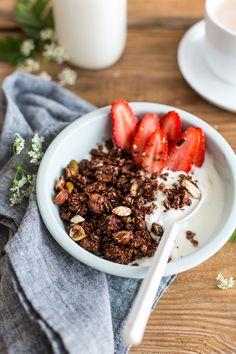 Granola chocolaté... Pour ceux qui ne peuvent pas se passer de muesli (et autres dérivés !) : voici une recette maison toute simple et très craquante ♥