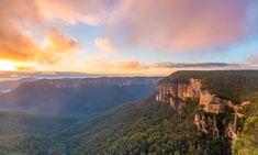 7 Must see Spots in the Blue Mountains. Come and explore this beautiful part of New South Wales, Australia with me. From waterfalls, to canyons, to gorges. Blue Mountains Australia, Australia Living, Free Things To Do, Amazing Destinations, Wonderful Places, Monument Valley, Stuff To Do, Waterfall, Travel Photography