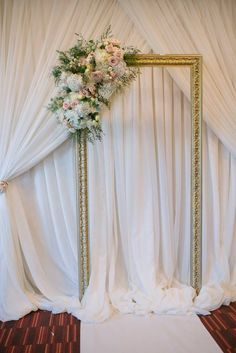 I like this idea of an ornate vintage frame as a backdrop for photos/guest interaction. Easy to do and not expensive. You could even do paper flowers around the frame.