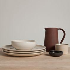 Zeitlose Keramik in Naturtönen von Another Country | MONOQI