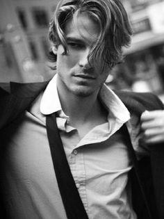 mooi haar Women take down their hair, men take off their ties. This is sexy. Blonde Guys, Gentleman Style, Good Looking Men, Haircuts For Men, Men Hairstyles, Male Beauty, Wavy Hair, Gorgeous Men, Hot Guys