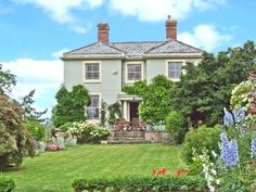 The wonderful Whitegate in Herefordshire is the perfect cottage for a self catering family holiday in The Heart of England sleeps eleven, has a games room and two behaved dogs are welcome. Herefordshire, Open Fires, Luxury Holidays, Game Room, Trip Advisor, Villa, England, Cottage, Mansions