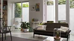 plisy - minimalistyczne aranżacje - kolory ziemi - nowoczesne projekty - projekt salonu - brąz, biel, beż