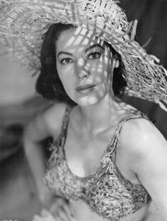 Image detail for -ava gardner in a straw bikini yep ca Old Hollywood Glamour, Golden Age Of Hollywood, Vintage Hollywood, Hollywood Stars, Classic Hollywood, Vintage Glamour, Vintage Girls, Vintage Beauty, Vintage Fashion