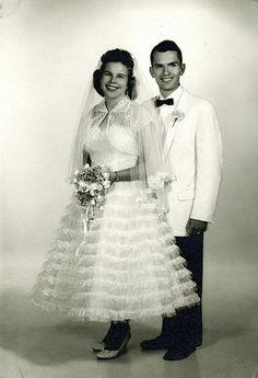 Chic Vintage Brides, Vintage Wedding Photos, Vintage Weddings, Vintage Bridal, Vintage Pictures, Wedding Pictures, Real Weddings, Wedding Couples, Wedding Bride
