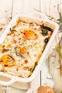 Easy & tasty brunch recipe with eggs & spinach! #argiro #argirobarbarigou #eggs #spinach #breakfast #brunch #healthyfood #greek #chef Egg Recipes, Brunch Recipes, Healthy Recipes, Spinach Egg, Baked Eggs, Camembert Cheese, Greek, Tasty, Baking