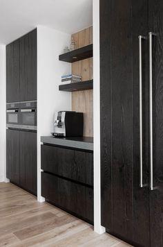 Zwarte houten keuken | Kom binnenkijken | Van Galen Keuken & Bad Funky Kitchen, Functional Kitchen, Kitchen Decor, Tall Cabinet Storage, Locker Storage, Dutch House, Contemporary Kitchen Design, Scandinavian Kitchen, Modern Cabinets