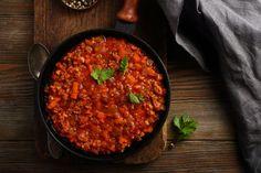 Egyszerű de nagyszerű darált húsos fogások, amiket mindenkinek ismernie kell | nlc Sauce Bolognaise, Canning Tomatoes, Carne Picada, Rigatoni, Oriental, Tomato Sauce, Chana Masala, Chili, Healthy Lifestyle