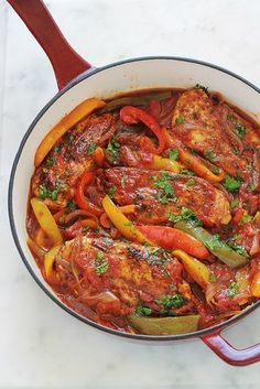 Poulet aux poivrons, oignons et tomates Chicken with peppers, onions and tomatoes Chicken Peppers And Onions, Chicken Stuffed Peppers, Carne, Cooking Time, Cooking Recipes, One Pot Meals, Healthy Dinner Recipes, Chicken Recipes, Food Porn