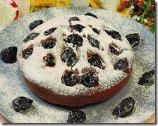 Torta soffice con prugne secche