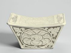A finely carved 'Dengfeng' pillow, Northern Song dynasty.